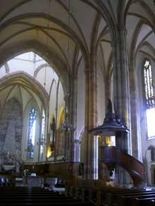Strasbourg, église saint Thomas: la nef centrale. Au fond, le mausolée de Maurice de Saxe