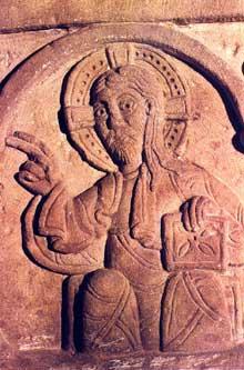 Strasbourg, saint Thomas: détail du sarcophage d'Adeloch: le Christ bénissant
