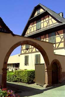 Truchtersheim: belle ferme. (La maison alsacienne)