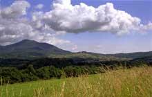 Le Val de Villé: vue sur l'Ungersberg, Saint Maurice, Saint Pierre Bois et l'église Saint Gilles. (La maison alsacienne)