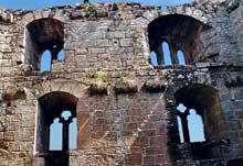 La Wasenbourg: fenêtres gothiques de la chapelle