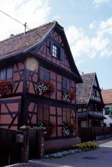 Belle maison � colombage � Weyersheim. (La maison alsacienne)