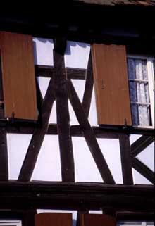 """Figure de """"Mann"""" dans une maison de Weyersheim. (La maison alsacienne)"""