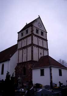 Willgottheim en Kochersberg: Le clocher roman. (La maison alsacienne)