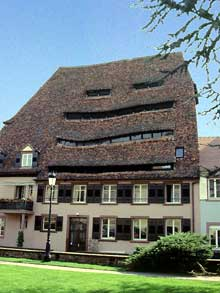 Wissembourg: la maison du sel et son magnifique toit. (La maison alsacienne)