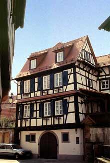 Wissembourg: une belle demeure à colombages. (La maison alsacienne)