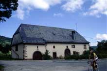 Aubure: une ferme typique des Hautes Vosges. (La maison alsacienne)