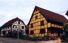 Sundgau. Le village de Bettendorf. (La maison alsacienne)