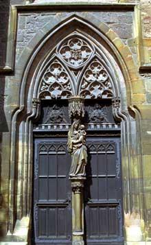 Colmar: l'église des Dominicains: portail latéral