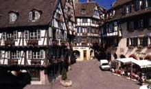Colmar: rue des Marchands. (La maison alsacienne)