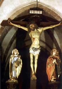 Kaysersberg: l'église sainte Croix: poutre de gloire du XVè représentant la crucifixion