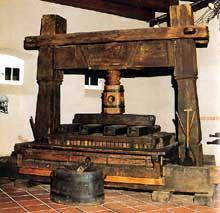 Kientzheim: magnifique pressoir du musée du Vignoble et des vins d'Alsace. (La maison alsacienne)
