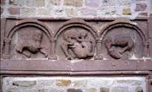 Lautenbach: Frise sculptée. Détail du porche de l'église