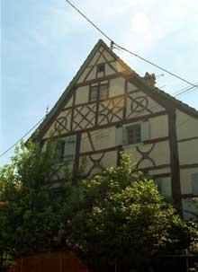 Magstatt le Bas: maison de 1620 aux admirables motifs symboliques. (La maison alsacienne)