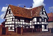 Ottmarsheim: maison de 1680. (La maison alsacienne)