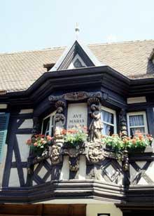 Ribeauvillé: oriel de la maison des Ménétriers, Grand'Rue. (La maison alsacienne)