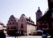Rouffach: Place de la République, tour des Sorcières et ancien Hôtel de Ville