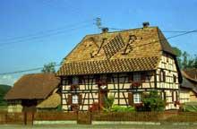Sundgau: Wahlbach: belle maison à colombage avec inscription sur le toit… (La maison alsacienne)