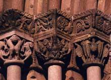 Sigolsheim: chapiteau du porche