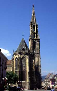 """Thann: la collégiale Saint Thiébaud """"Cathédrale"""" des Thannois. Le chevet et la flèche"""