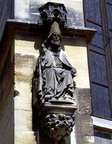 Thann: chevet de la collégiale: un évêque