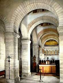 Germigny des Prés: l'oratoire de Théodulfe, évêque d'Orléans. Vers 806. L'intérieur