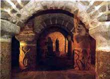 Lanmeur en Bretagne: crypte carolingienne de l'église saint Mélar