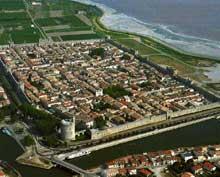 Aigues Mortes: la ville forteresse
