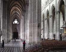 Amiens, la cathédrale. Nef centrale et collatéral
