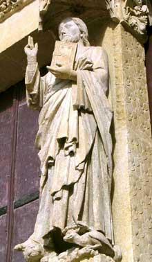 Amiens, la cathédrale. Le célèbre «Beau Dieu» du portail occidental