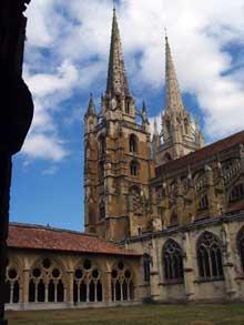 Bayonne: la cathédrale saine Marie vue du cloître