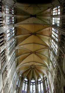 Beauvais: cathédrale saint Pierre: les voûtes culminent à 48 mètres de hauteur