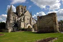 Braine dans l'Aisne: abbatiale saint Yved. Vue générale