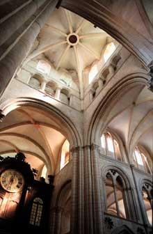 Caen, l'abbaye aux Hommes ou Saint Etienne. La croisée