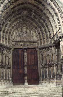 Chartres: cathédrale Notre Dame: portail central du transept nord.1194-1220