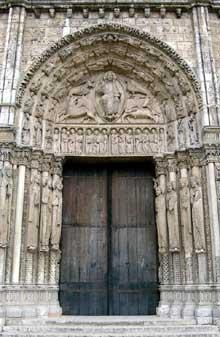 Chartres: cathédrale Notre Dame: le Portail royal. Portail central du Christ en gloire