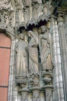 Chartres: cathédrale Notre Dame: portail du transept nord: la Visitation aux piédroits