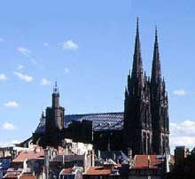 La cathédrale Notre Dame de Clermont Ferrant. Début du chantier: 1248