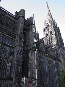 La cathédrale Notre Dame de Clermont Ferrant. Façade occidentale