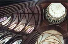 Cathédrale Notre Dame de Coutances. La croisée du transept et la nef