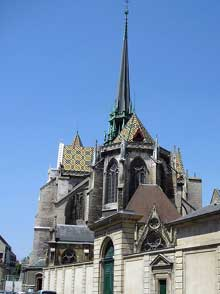 Dijon: la cathédrale sainte Bénigne, ancienne église abbatiale. L'église gothique est construite à partir de 1280