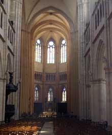 Dijon: la cathédrale sainte Bénigne: nef centrale