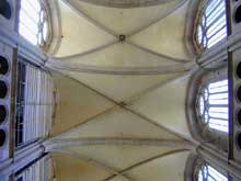 Dijon: la cathédrale sainte Bénigne: voûte de la nef centrale