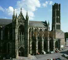 Cathédrale saint Etienne de Limoges: 1273-1888. Portail Saint-Jean de la façade nord du transept, de style flamboyant (1515 à 1530)