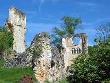 Abbaye de Mortemer. Vestiges de l'abbatiale cistercienne fondée en 1134