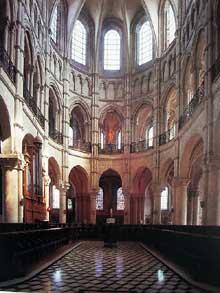 Noyon, cathédrale Notre Dame: vue sur le chœur depuis la nef