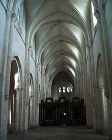 Pontigny: l'église abbatiale. Nef centrale