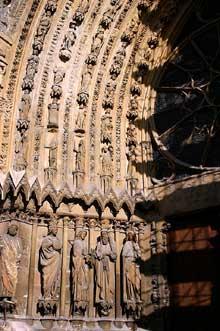 Reims: la cathédrale saint Remy. Piédroits et voussures du portail de la façade occidentale