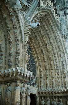 Reims: la cathédrale saint Remy. Voussures du portail de la façade occidentale