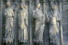 Reims: la cathédrale saint Rémy. Groupe de la visitation du portail central